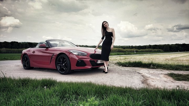 LA BMW Z4. L'UNE DES PLUS BELLES CHANSONS ROCK AND ROLL QUE JE N'AI JAMAISENTENDUE