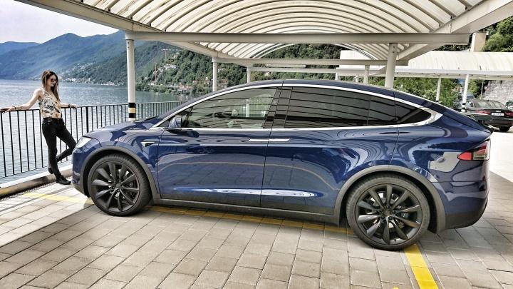 Tesla Model X – la voiture parfaite pour les voyages enfamille